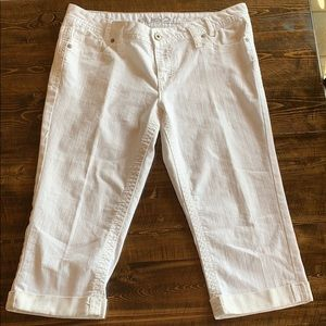 Rue 21 cropped white jeans. Size 13/14